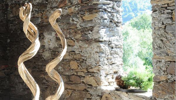 Holzskulpturen  Holzfiguren bei Dekorwelt in Meran in