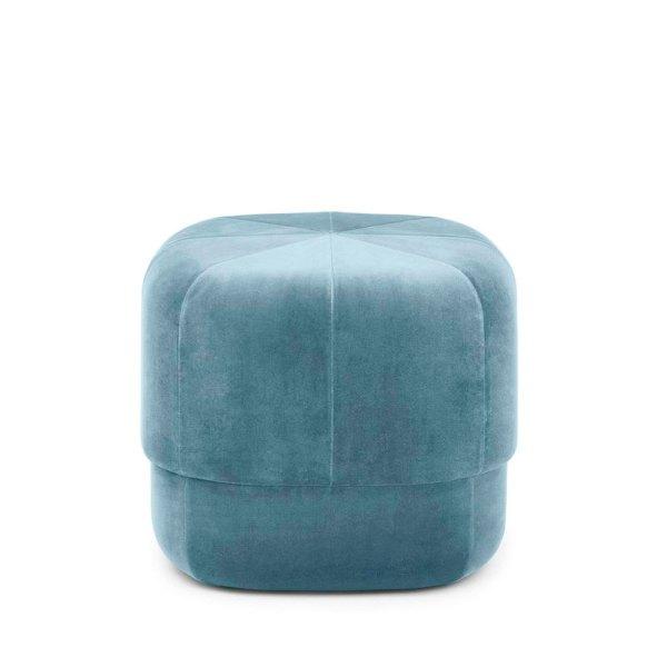 Pouf Circus en terciopelo azul claro de la firma Normann Copenhagen