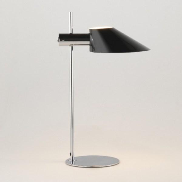 Lámpara de mesa Cohen de Aromas del campo acabado cromado.