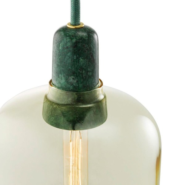 Lampara AMP de Normann Copenhagen con casquillo en marmol verde y tulipa de cristal dorado
