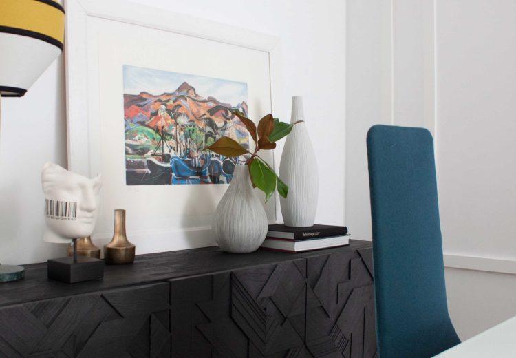 detalle de un aparador en el comedor de una vivienda decorada por Deleite Desing