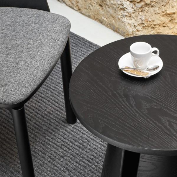 mesa auxiliar redonda en negro