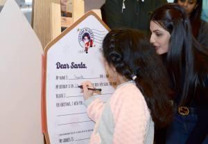 samara daughter of riddhima kapoor writing letter to santa at dlf mall of india