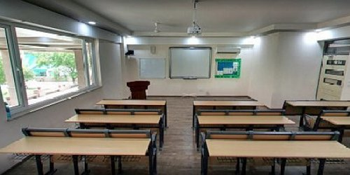 Delhi Law Academy Classroom Photo 1