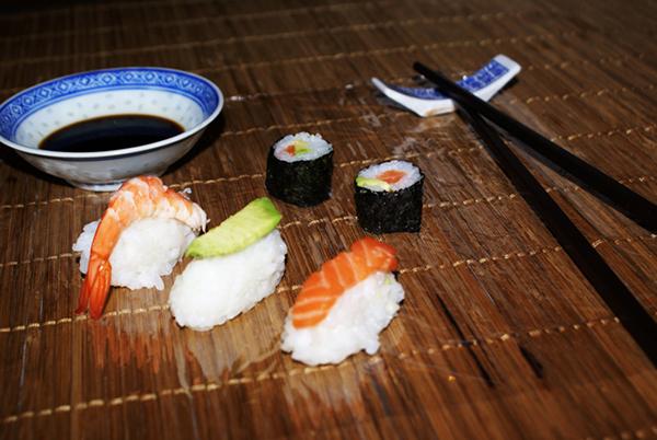 maki sushi. Black Bedroom Furniture Sets. Home Design Ideas