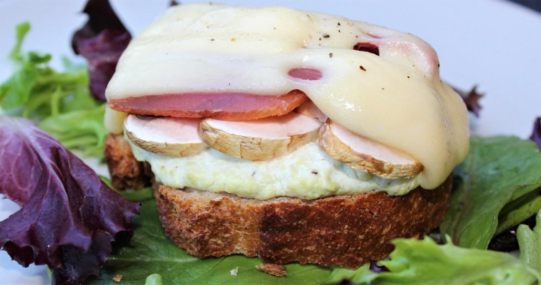Bruschetta : Avocats, Champignons, Jambon de Pays et Gruyère