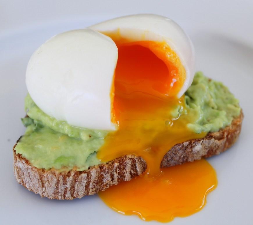 Délicimô ! - Recette de la Tartine d'Avocat et son oeuf mollet - www.delicimo.fr
