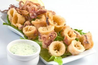 Fried calamari cu aioli