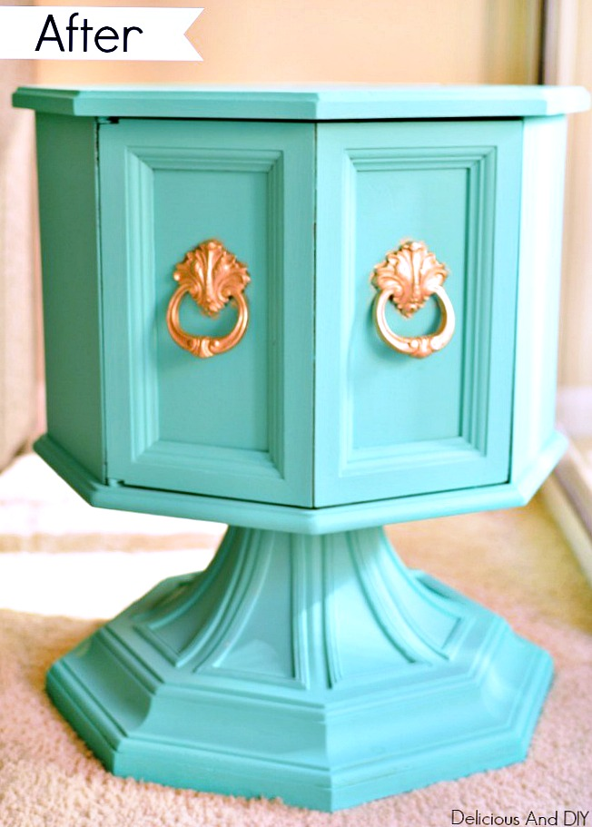 Transform a dated hexagon table into this stunning piece of furniture with a pop of color| hexagon table projects| Painted Furniture| DIY Projects| Turquoise Furniture| Before and After| Home Decor| DIY Crafts