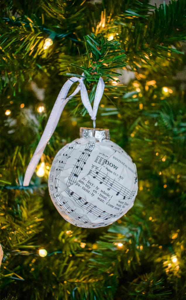 DIY Dollar Store Christmas Ornaments ~ Southern Yankee DIY
