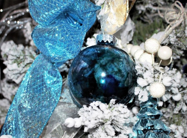 Make The Most Beautiful Alcohol Ink Christmas Ornaments