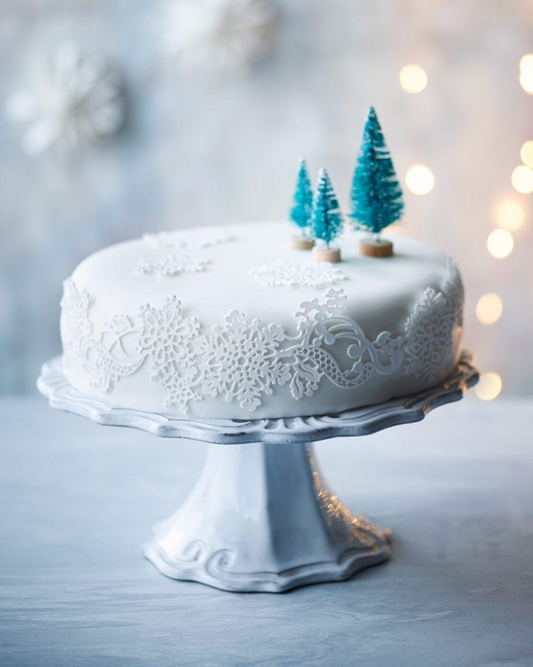 Ways To Decorate A Christmas Cake
