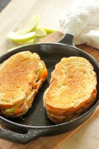 Bacon and Green Apple Grilled Cheese Sandwiches. These five $5 meals for fall are perfect for anyone who wants to save money on groceries! Whip up these cozy, hearty meals and warm up your fall, without spending your whole grocery budget!