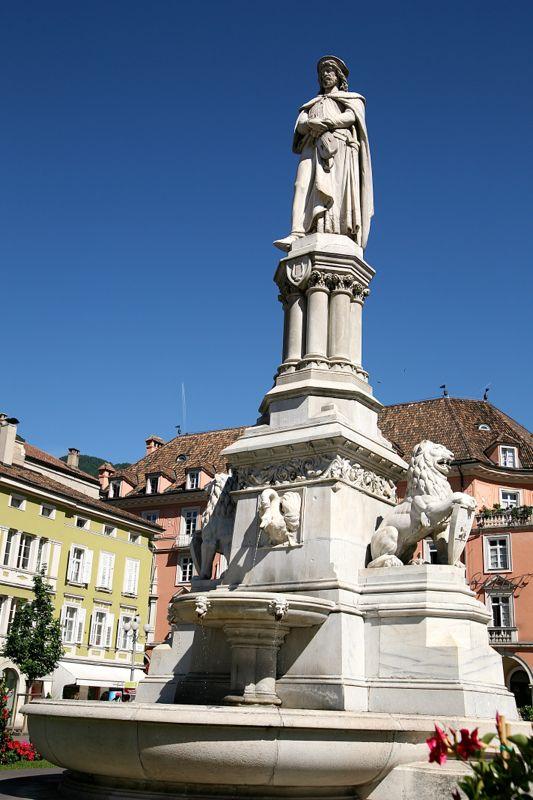 Waltherstatue auf dem Waltherplatz in Bozen
