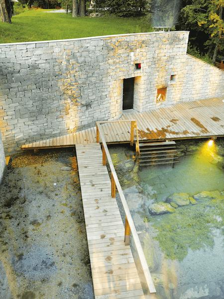 Erdsauna mit Bio-Teich