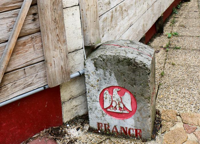 Grenzgänger im Arbez, dem kuriosesten Haus im Haut-Jura