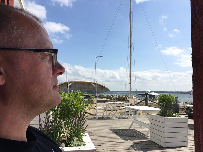 Terrasse des Oko, direkt am Meer