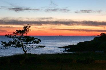 """Sonnenuntergang am Strand von Névez, Schauplatz in Dupins erstem Fall """"Bretonische Verhältnisse"""""""