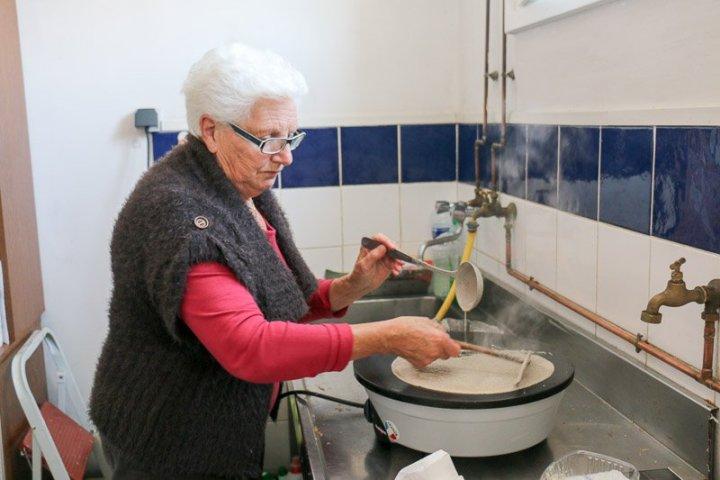 Mamie Fouesnant – Meisterin im Crêpesbacken