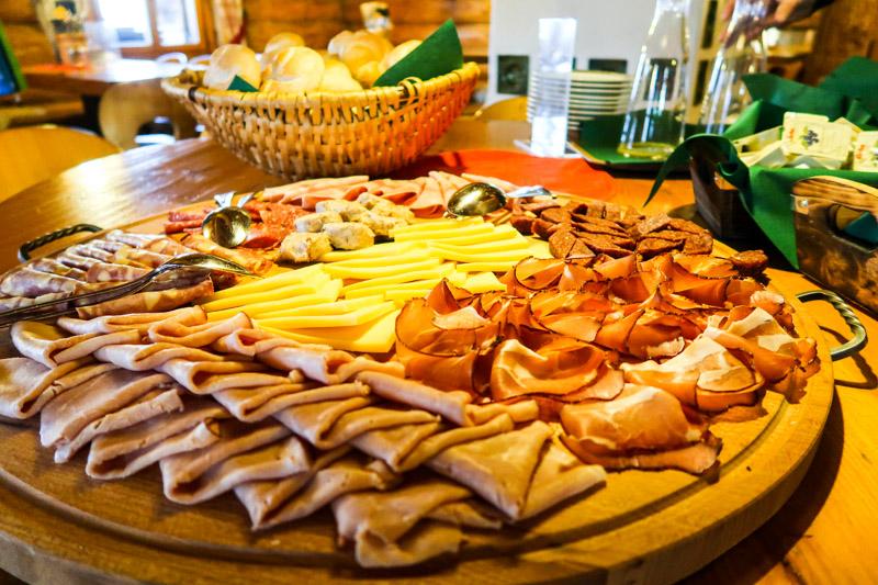 Bergfrühstück im Valisera Hüsli