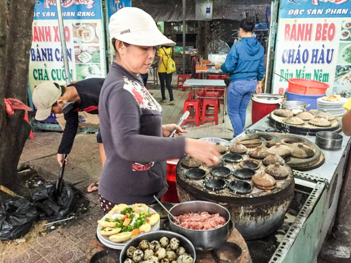 Am besten aus der Garküche am Straßenrand: herzhafte Pfannkuchen mit Gemüse