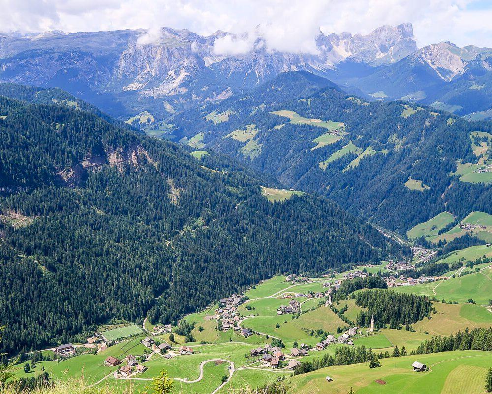 Tru di Pra: anspruchsvolle Wandertour rund um das Bergwiesendorf La Val (Südtirol)