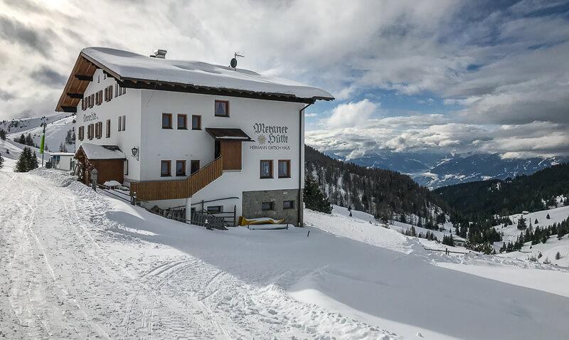Die Meraner Hütte hat auch im Winter geöffnet.
