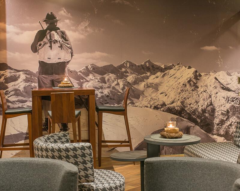 Stilvolles Alpen-Design mit Bezug zu Berg und Wald