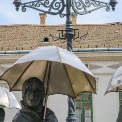 Sehenswürdigkeiten Budapest: Frauen mit Schirm