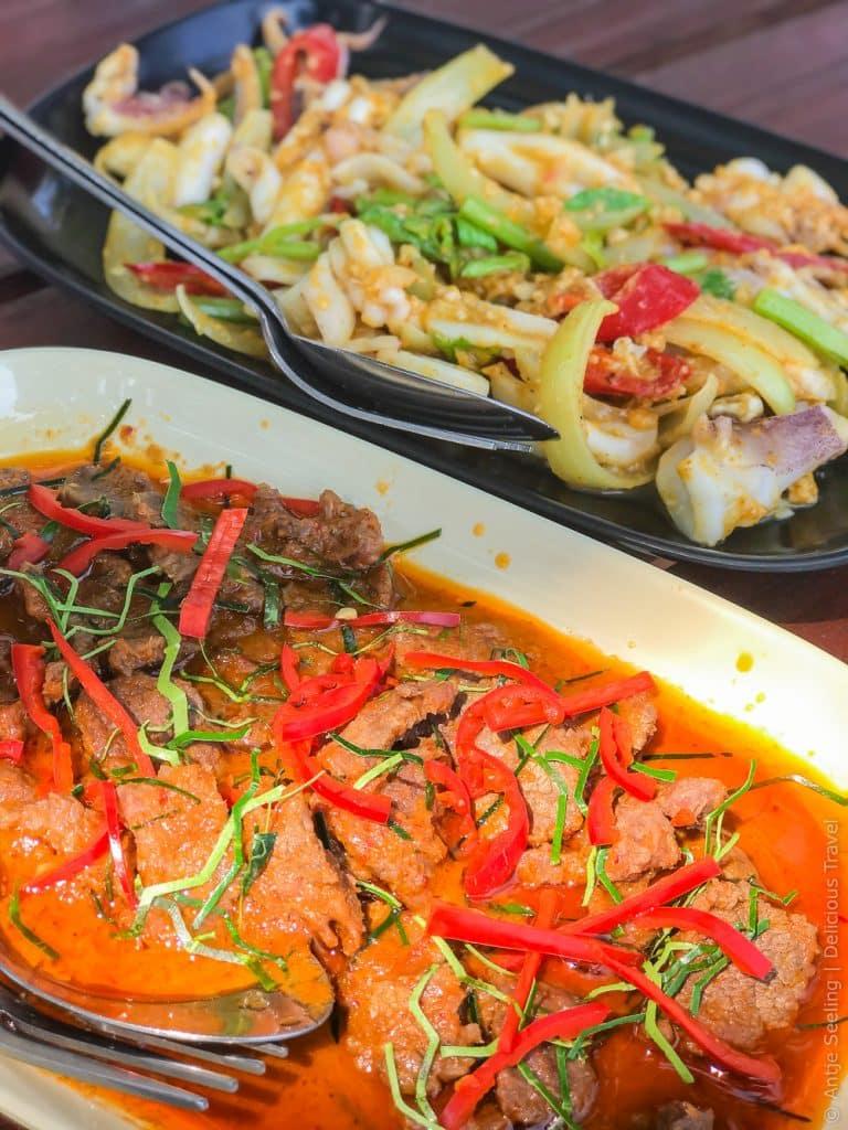 Panaeng Curry und Tintenfischsalat