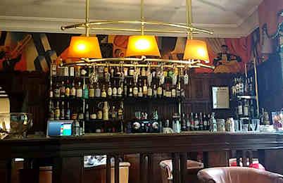 chateau-de-brindos-bar