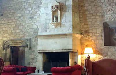 chateau-de-brindos-hall