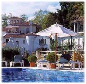chateau-de-brindos-piscine
