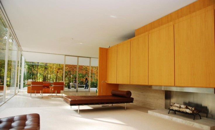 Take a Look Inside the Renowned Farnsworth House by Mies