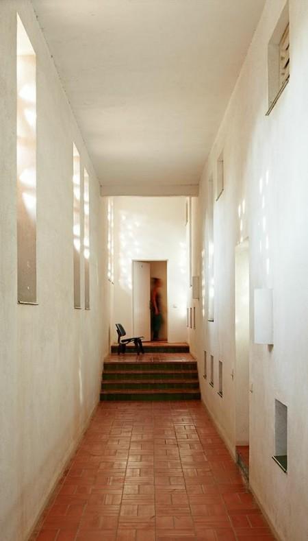sillas eames muebles de diseño minimalismo español estilo minimalista estilo decoración moderno diseño de interiores decoración en blanco y negro decoración de interiores cocina negra chimenea de diseño casas minimalistas
