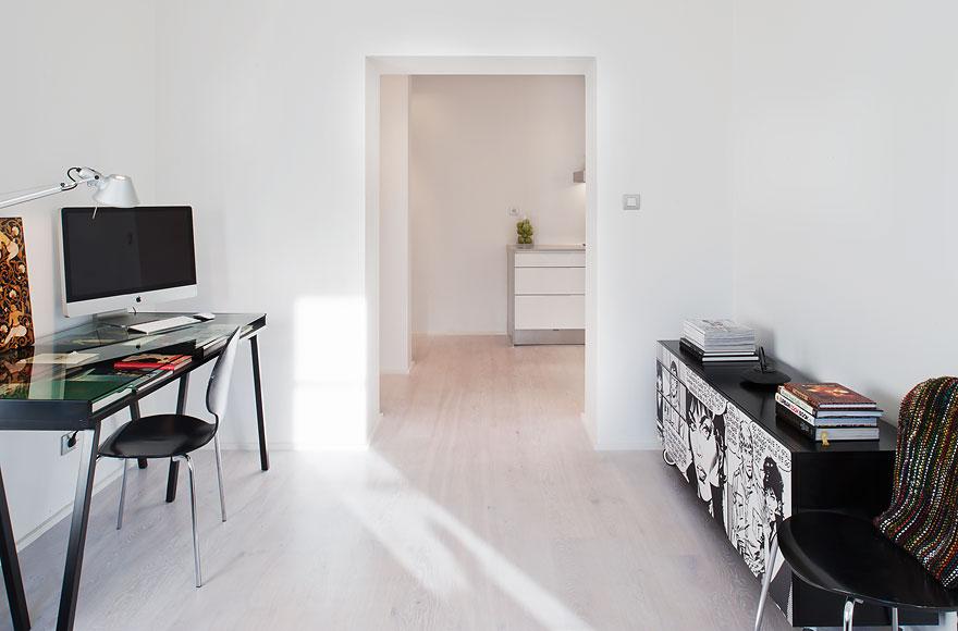 Un piso de 53 m2 minimalista sin puertas blog tienda for Lampara de piso minimalista