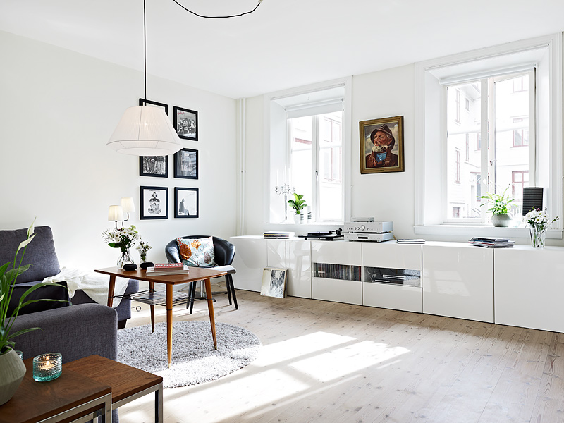 Mueble bajo en el sal n blog tienda decoraci n estilo - Muebles de salon en blanco roto ...