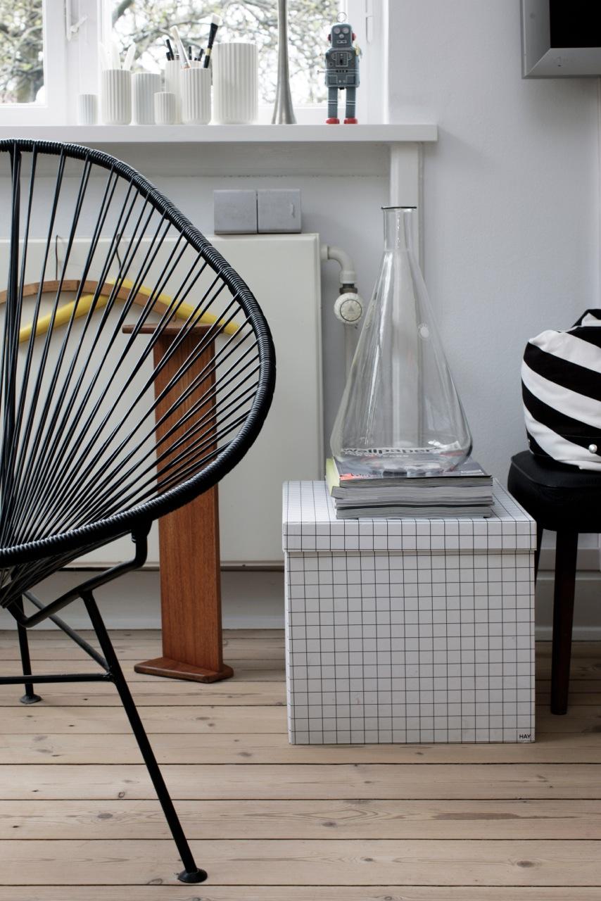 suelo de madera sof blano esquina sillas fritz hansen sillas en color pistacho sillas eames sillas