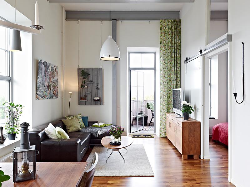 Como aprovechar el espacio en un piso de techos altos for Decoracion de pisos muy pequenos