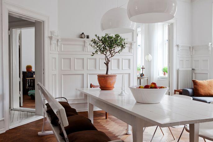 Paredes paneladas y suelo espigado de madera revista hsm blog tienda decoraci n estilo - Panelado de paredes ...