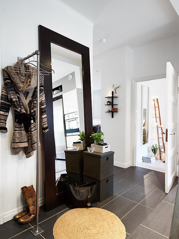 Decoraci n elegante con contrastes blog tienda for Espejos altos decoracion