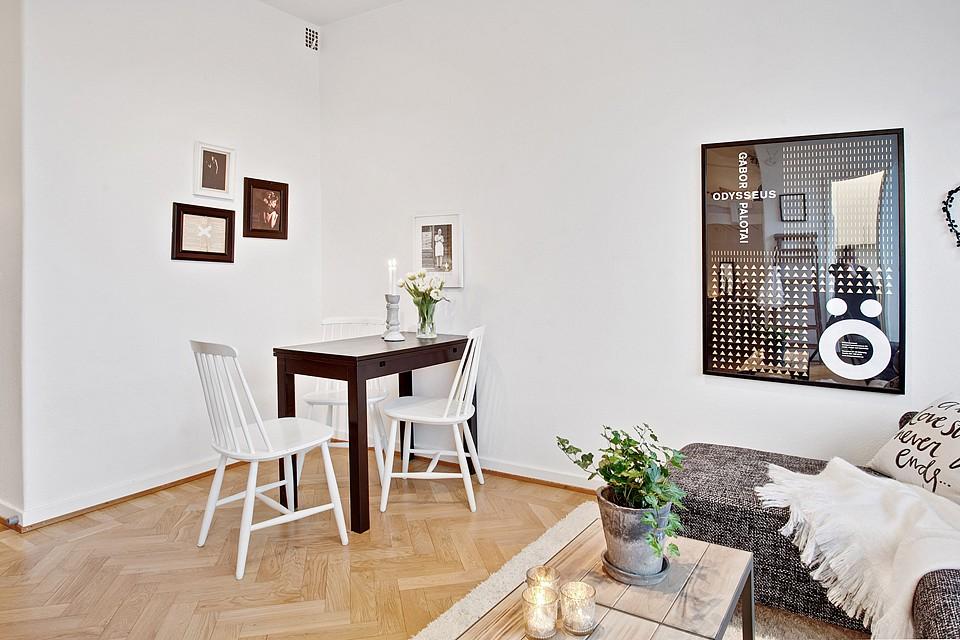 Zona de descanso en altillo en estudios y mini pisos for Ikea amueblar piso pequeno
