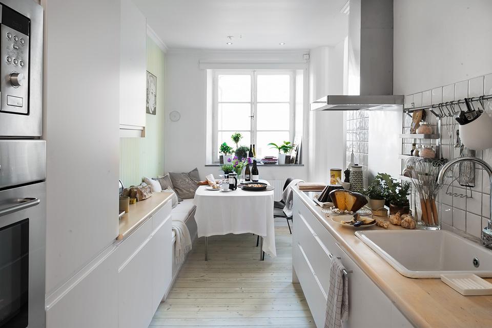 Cocinas blancas peque as y modernas blog tienda decoraci n estilo n rdico delikatissen - Disenos de cocinas rectangulares ...