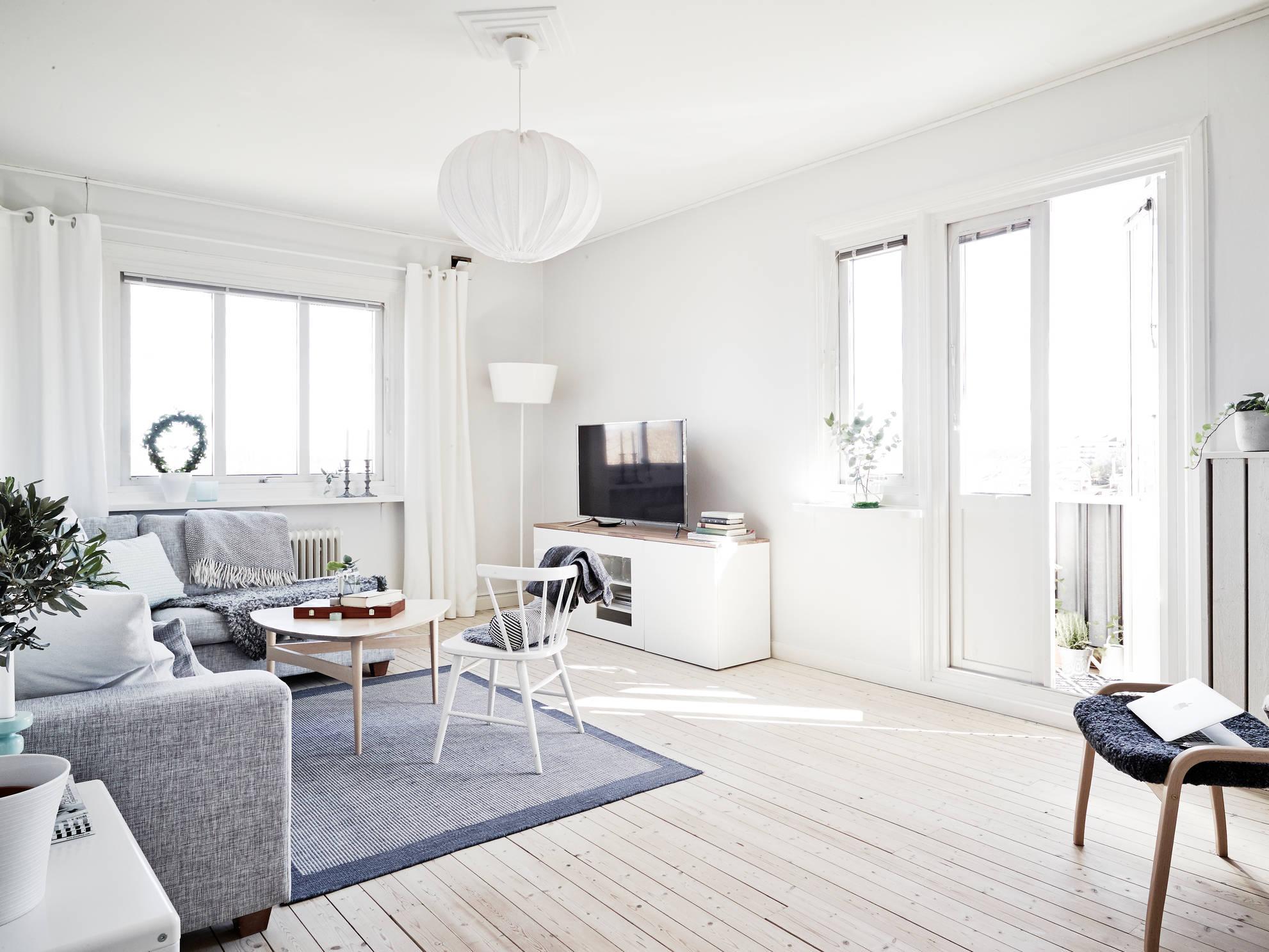 Un piso blanco y gris lleno de luz blog tienda for Pisos interiores