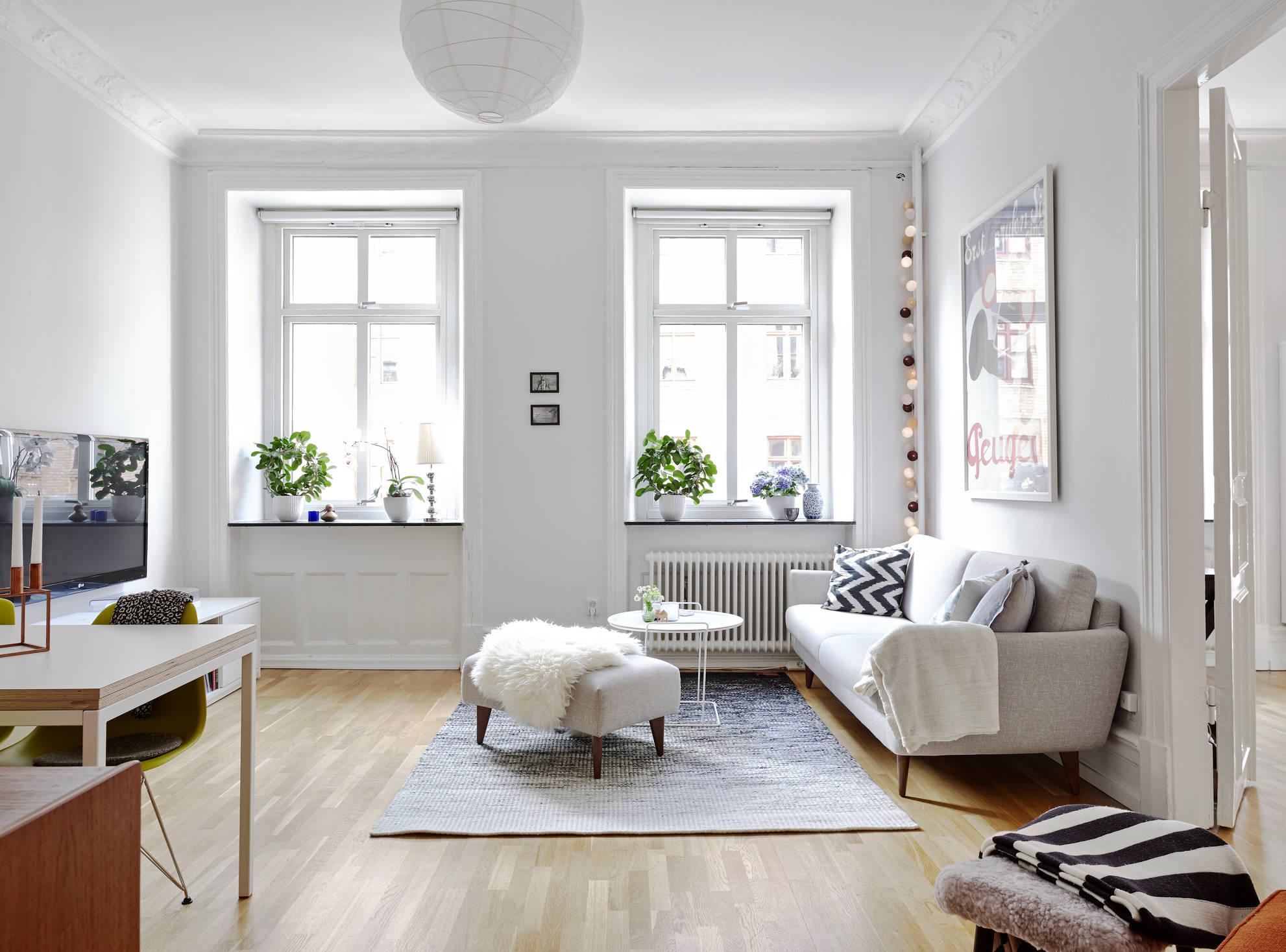 Peque o sal n de aires daneses mid century modern blog for Decoracion de salon comedor pequeno