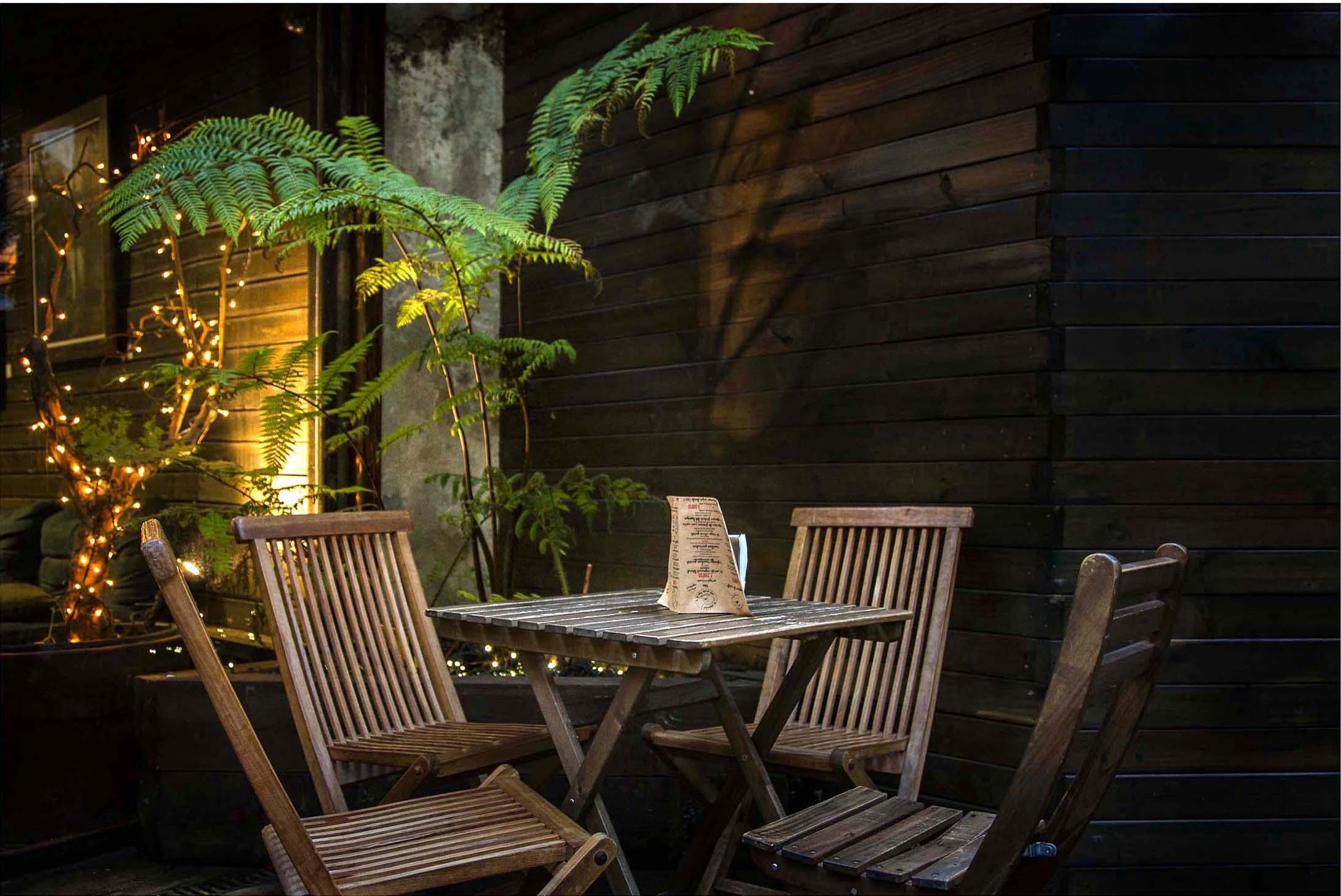 Estilo vintage retro r stico bares cafes delikatissen - Decoracion de interiores de bares ...