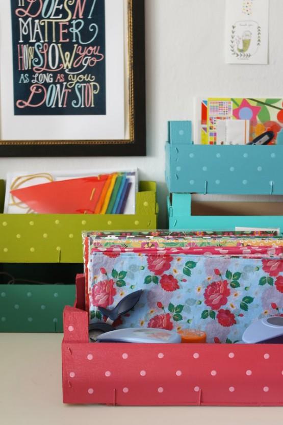 ideas para reciclar cajas estilo nórdico escandinavo diy deco diy cajas DIY - Organizar con cajas de fruta recicladas cajas de madera de colores bricolaje en casa blog decoracion interiores