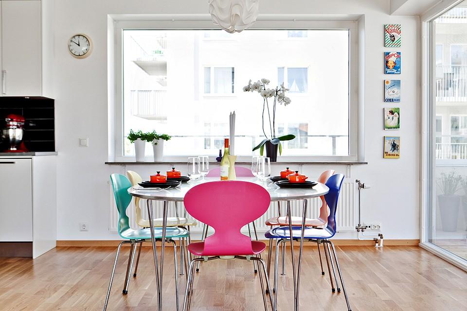 Comedor con sillas de diseño de cada color - Blog decoración ...