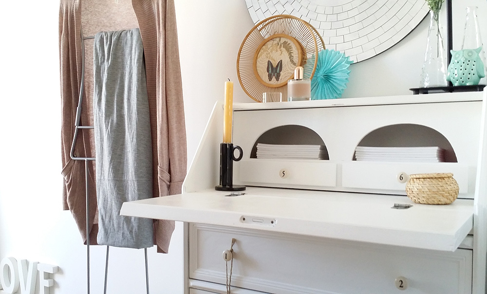 Pintar armario antiguo de blanco pintar mueble de cocina for Reformar muebles antiguos
