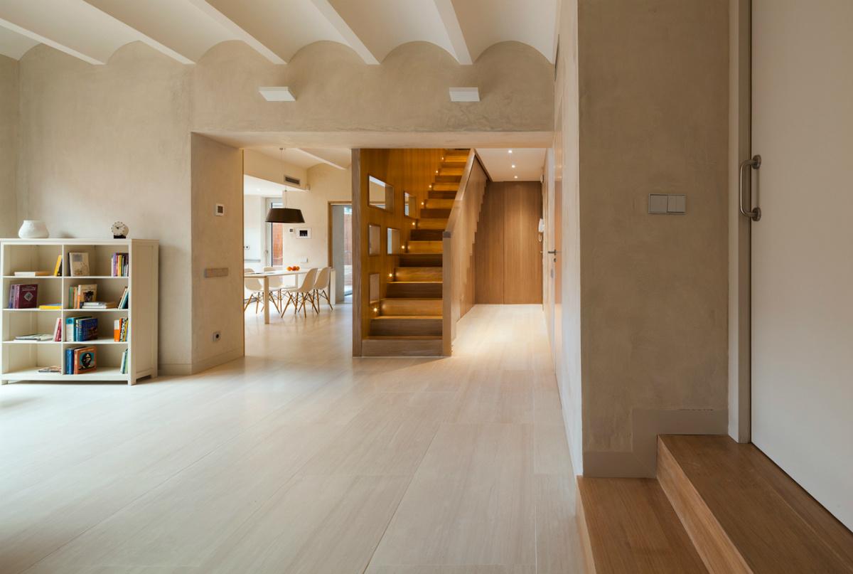 Unir dos pisos por una escalera blog tienda decoraci n for Interiores de pisos